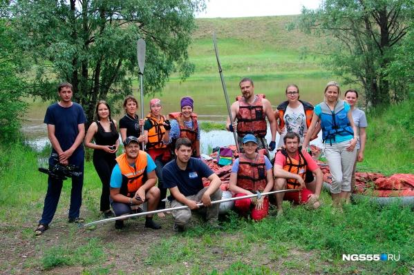 Команда омских журналистов и блогеров вместе с инструкторами центра «Увлечён и Я» сплавлялась по Оми