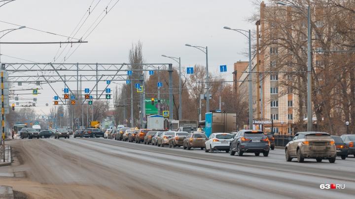 На Московском шоссе — Революционной просел асфальт