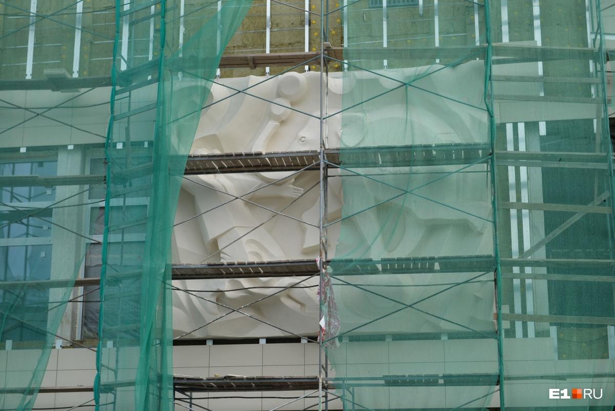 Барельефы на фасад вернули отреставрированными
