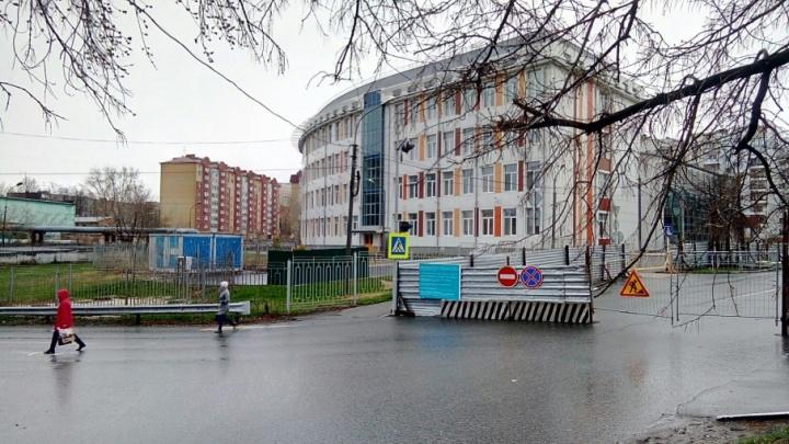 У Александровского сада открыли движение по Мало-Загородной улице