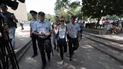 Полиция «вяжет» ростовчан на пикете за честные выборы: онлайн-трансляция с Пушкинской улицы