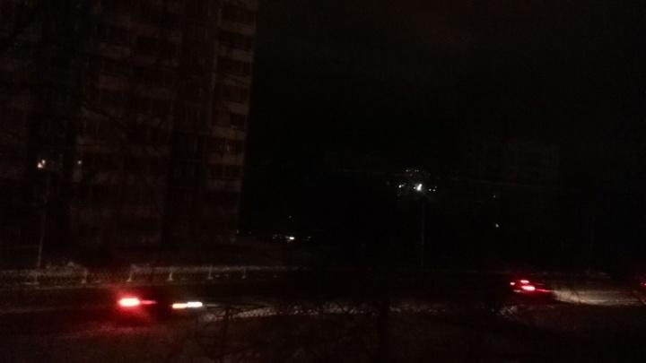 Вода повредила линию электропередачи: Уралмаш опять остался без света