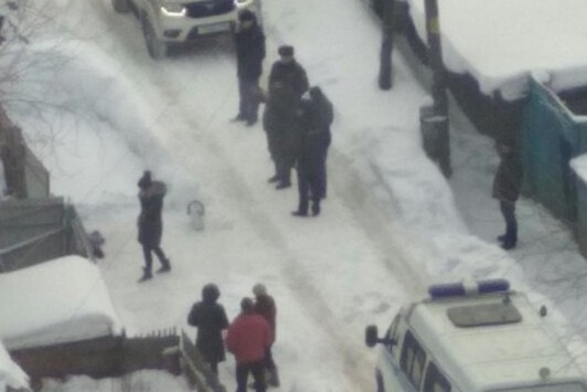 На месте убийства работали следователи и полицейские