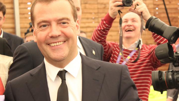 В Первоуральске начали спешно ремонтировать фасады перед визитом Дмитрия Медведева