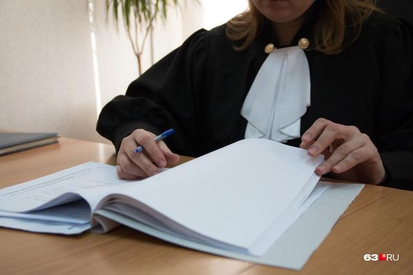 Суд назначил и отменил наказание для медика