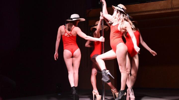Высоченные каблуки и бикини: 30 жарких фото красоток с соревнований по танцам на пилоне