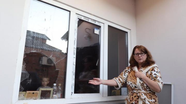 В ход пошли кулаки и нож: в Батайске две многодетные мамы объявили друг другу войну из-за дома