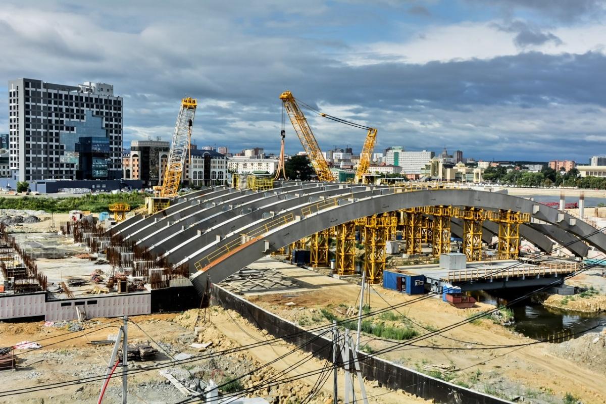 Фундамент конгресс-холла теперь рёбрами левиафана напоминает в центре Челябинска о грандиозных, но не реализованных планах