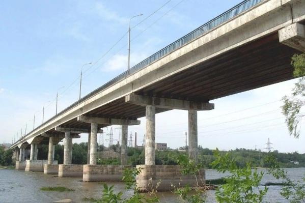 Тело обнаружили под Южным мостом