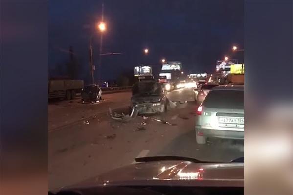 По сообщениям очевидцев, в аварии участвовало несколько автомобилей