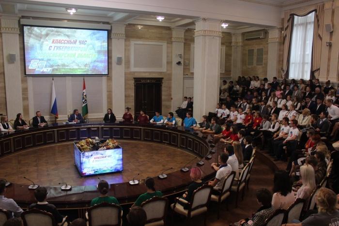 «Ни нефти, ни газа»: Городецкий рассказал школьникам, чем гордится область