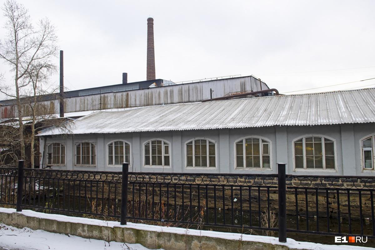 В конце XIX века к фабрике пристроили магазин листового железа
