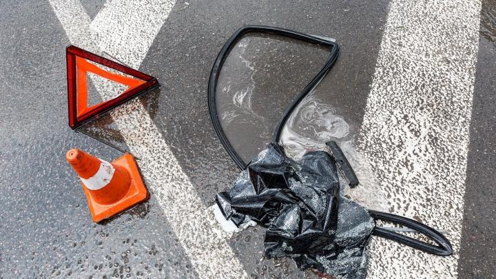 Daewoo Matiz с двумя стариками врезался в КАМАЗ в Волгограде, водитель грузовика уехал с места ДТП
