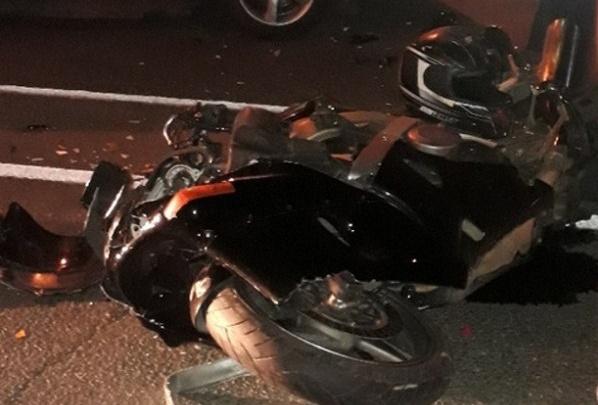 «Шлем раскололся, парень в реанимации»: очевидцы рассказали, как сбили байкера в Челябинске