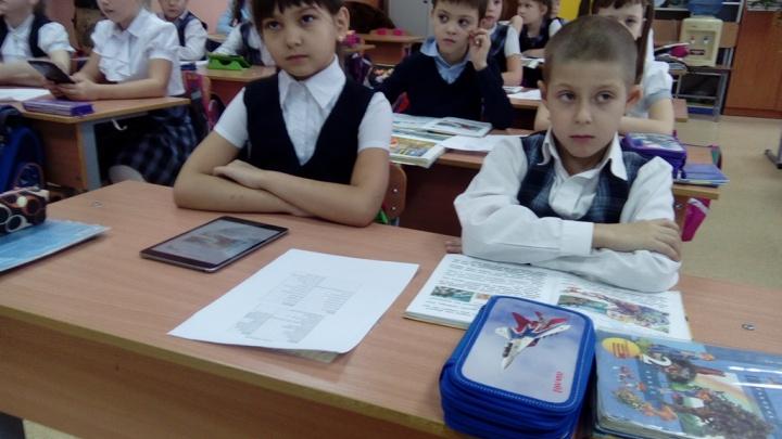 В одной из школ Красноярска отказались от учебников в пользу планшетов. Что из этого вышло