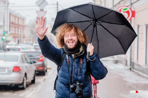 Илья Варламов искал в Перми, где купить зонт