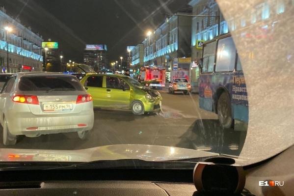 Daewoo Matiz с места аварии эвакуировали