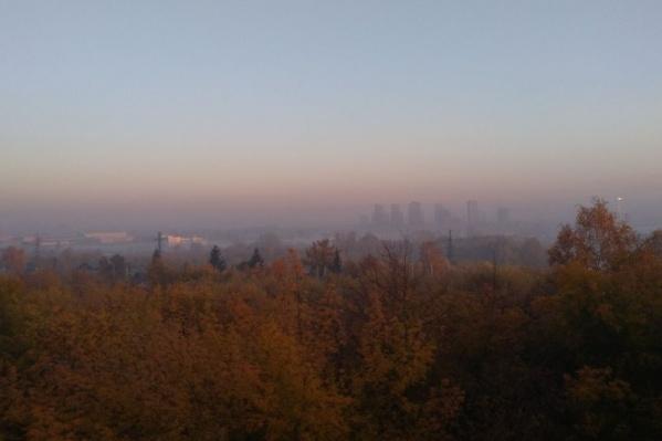 Так выглядит утренний город из окна одного из домов на улице Путевой