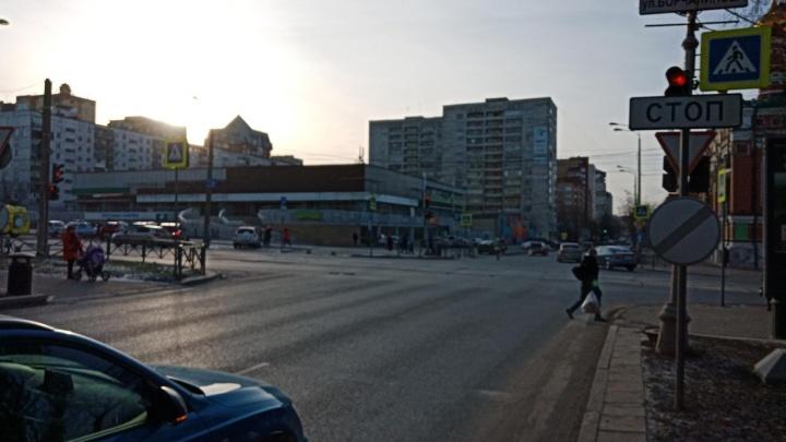 В центре Перми кроссовер Toyota сбил ребенка на самокате