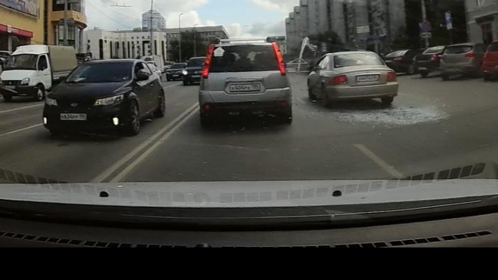 Появилось видео падения баскетбольного кольца, которое обесточило троллейбусы на Малышева