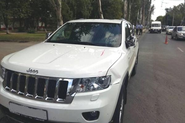 Водительский стаж хозяйки Jeep — 24 года
