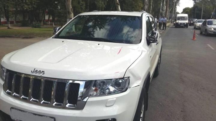 На проспекте Кирова женщина за рулем Jeep сбила двух пешеходов-нарушителей
