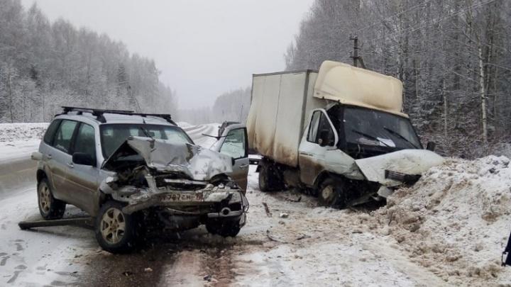 В Прикамье на трассе столкнулись «Газель» и «Нива»: пострадали два человека