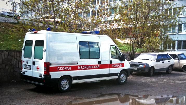 Красноярец выпал с балкона 5-го этажа во время перекура