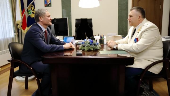 Алексей Кокорин попросил прокурора региона проверить начисления зарплат учителям Звериноголовского района
