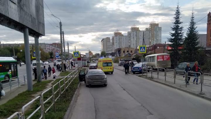 «Наехал прям на пешеходнике»: в Челябинске водитель такси сбил пенсионерку