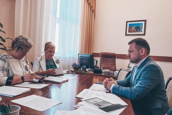 Первым кандидатом стал координатор новосибирского штаба Навального Сергей Бойко, но для регистрации ему нужны подписи
