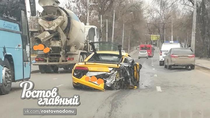 ДТП на 11 миллионов: на Военведе столкнулись КАМАЗ и дорогая иномарка