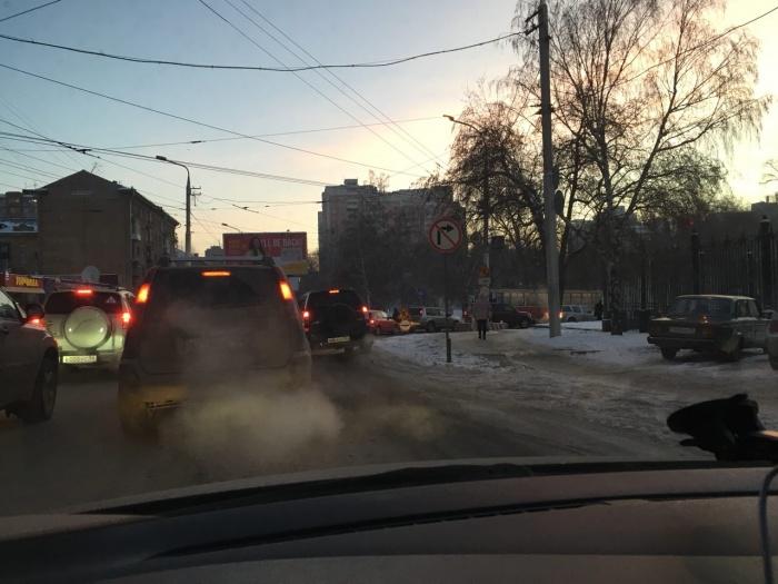 Пробка на повороте возле Депутатской
