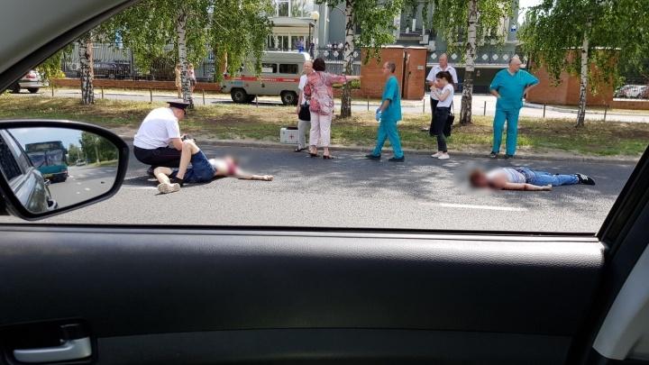 Очевидцы: в Тольятти на улице Спортивной водитель «Лады-Калины» сбил двоих пешеходов