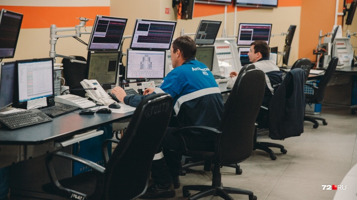 Крупный банк заблокировал счета АНПЗ перед Днем нефтяника: сотрудники едва не остались без зарплаты