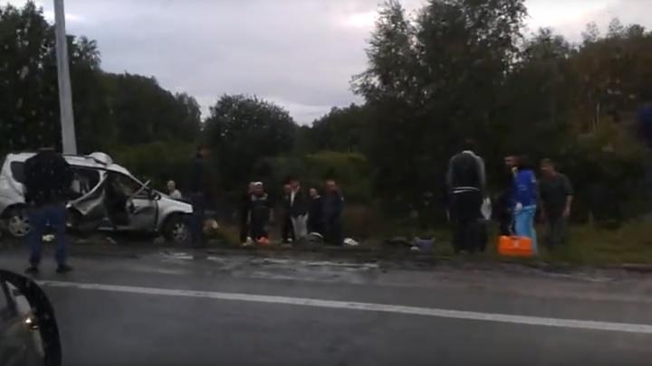 «Не справился с управлением»: на трассе на Южном Урале семья с ребёнком насмерть разбилась об столб