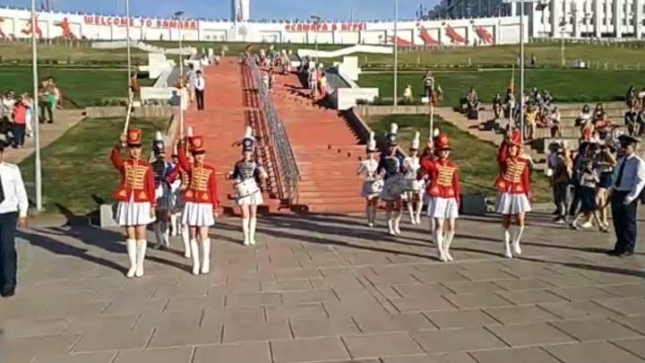 Поющая «стена плача»: самарцы исполнили «Калинку-малинку» под аккомпанемент двух оркестров