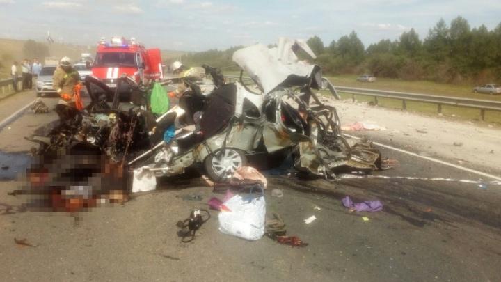 Стали известны подробности смертельной аварии с участием КАМАЗа и «Гранты» на М-5