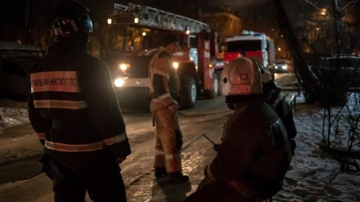 «Кто-то целенаправленно поджигает щитки»: на Уралмашепродолжилась эпидемия пожаров