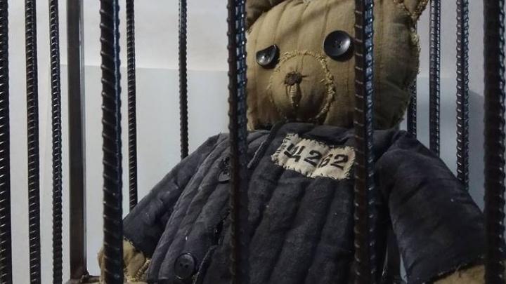 Эпатажный художник Василий Слонов объявил о создании собственного бренда мягких игрушек из ватника
