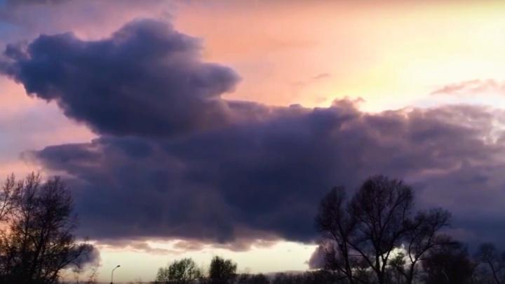 Красноярцы сняли причудливый закат невероятной красоты на острове Татышев