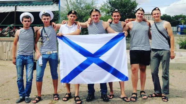 «За вашу смелость и доблесть»: в Волгограде гремят гулянья моряков в День Военно-Морского Флота