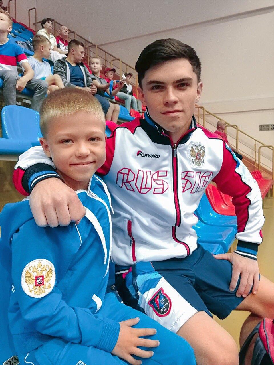Кумир Семёна — трёхкратный чемпион мира по гимнастике Артур Далалоян