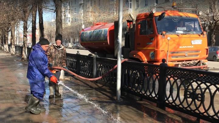 Вымыть улицу дважды за день: фантазируем, чем еще можно заняться властям в Уфе