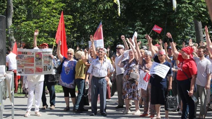 Самарские власти отправили коммунистов митинговать в сквер «Родина»