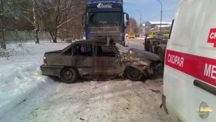 На Монтажников в ДТП с грузовиками погиб водитель Daewoo Nexia