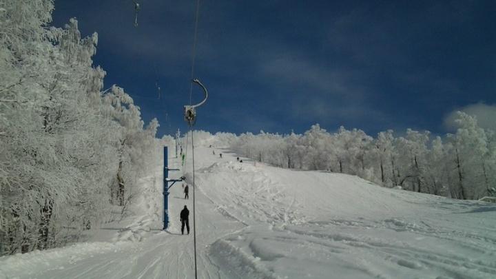 Экстремальный спуск: челябинка требует 350 тысяч рублей с горнолыжного курорта за травму ноги