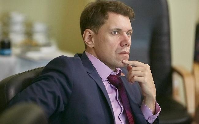 Депутат получил срок за мошенничество: жена-помощник получала зарплату за отдых за рубежом