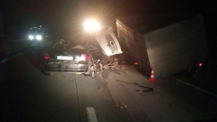 Смертельная авария на Северном объезде: «Тойота» врезалась в стоящий КамАЗ