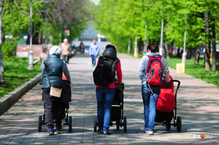 Среди пострадавших есть даже женщина, которая в момент нападения шла по улице с коляской